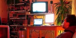 「テレビ見ながらネット使う」スマホでのアクセスがPCの約5倍に