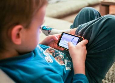 なんと小学校高学年の4割弱がスマートフォンを所有!他13記事【まとめ】
