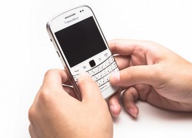 スマートフォン利用が3割増、PC利用は2ケタ減でモバイルシフトが鮮明に